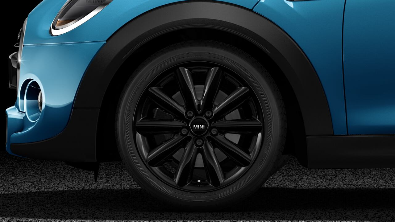 "17"" multi-spoke light alloy wheels"