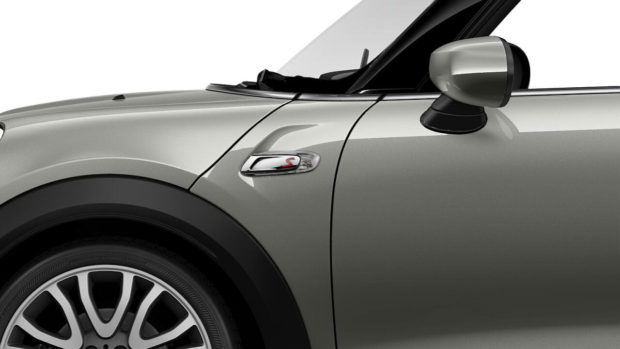 Cửa bên mang logo S của chiếc MINI Cooper S Convertible mui trần