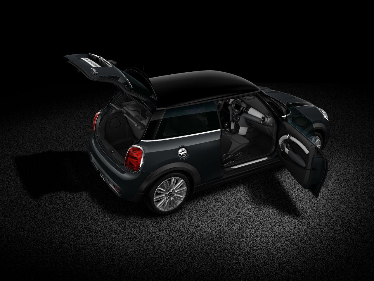 MINI Cooper SD 3-deurs blik in de auto