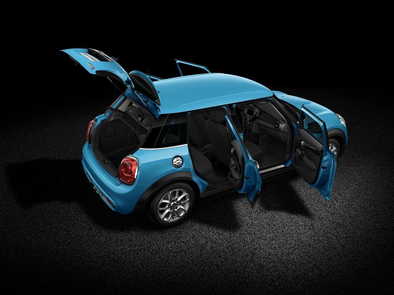 MINI Cooper S 5 Door フルオープンボディの外観