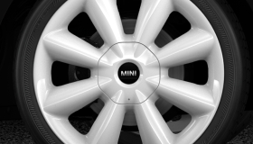 "18"" Cone Spoke alloy wheels in white"
