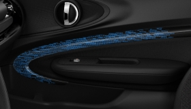 MINI Yours Interior Style Piano Black illuminiert