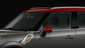 Крыша и корпуса внешних зеркал цвета Oak Red